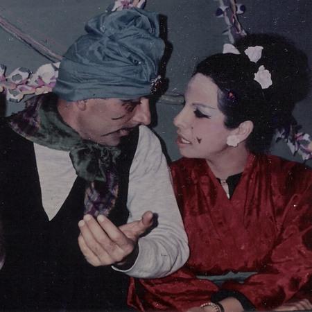 פורים 1974. ההורים שלי מחופשים לג'עפר והנסיכה שחרזדה