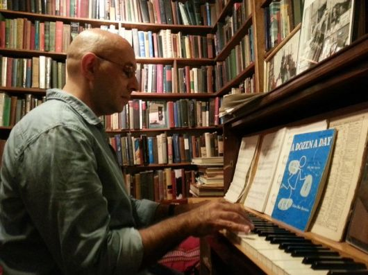 PLAYS PIANO IN PARIS 2013